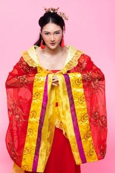 Chinesisches traditionelles kostüm-opernfrauenrosa