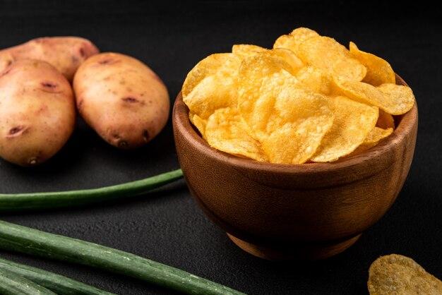 Chips und frühlingszwiebeln