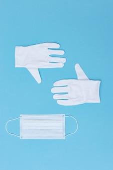 Chirurgische schutzmaske und medizinische handschuhe