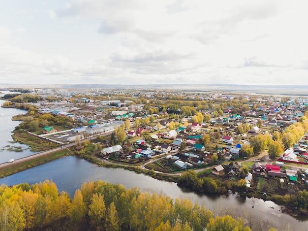 Chishmy stadt in der republik baschkortostan. blick aus einer kleinen stadt.