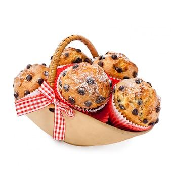 Choc chip muffins in einem korb