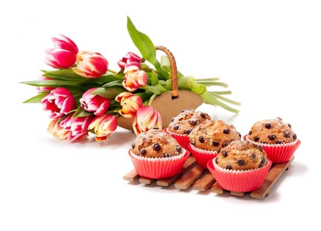 Choc chip muffins und tulpen