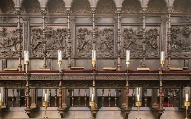 Chöre in einer kirche, singen, beute
