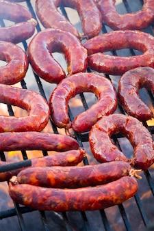 Chorizos beim grillen