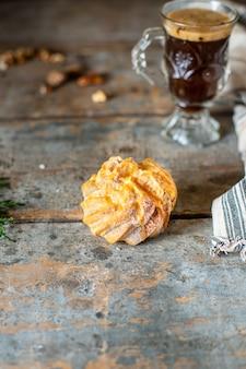 Choux gebäck eclair shu profiterole die füllung ist süß oder herzhaft flauschigen teig hausgemachten kuchen für den urlaub