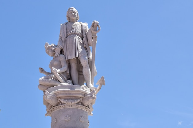 Christopher columbus-statue in plaza de la aduana, cartagena, kolumbien
