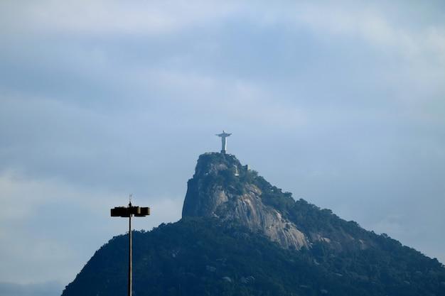 Christus der erlöser, die art deco-statue von jesus christus auf dem corcovado-berg in rio de janeiro