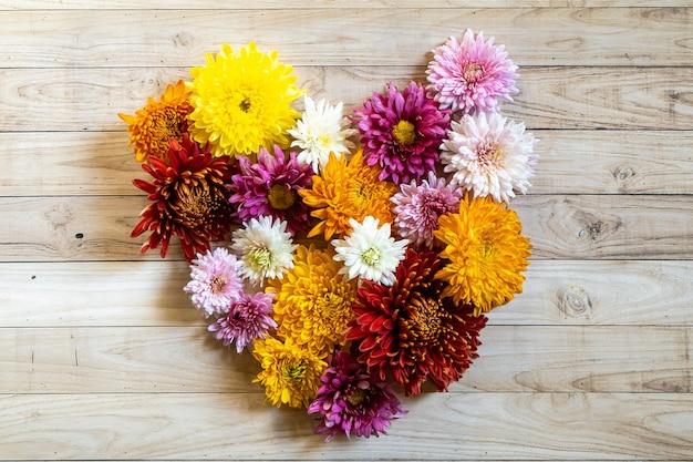 Chrysanthemian chrysantemum herbststrauß liebesherz bunt