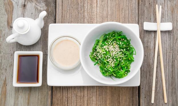 Chuka-salat und eingelegter ingwer
