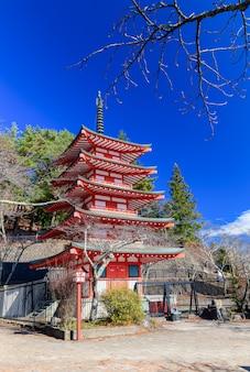 Chureito ist ein wahrzeichen in der nähe des fuji-berges
