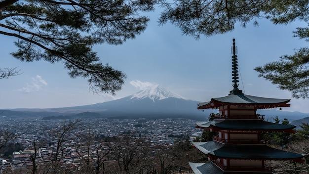 Chureito rote pagode mit berg. fuji