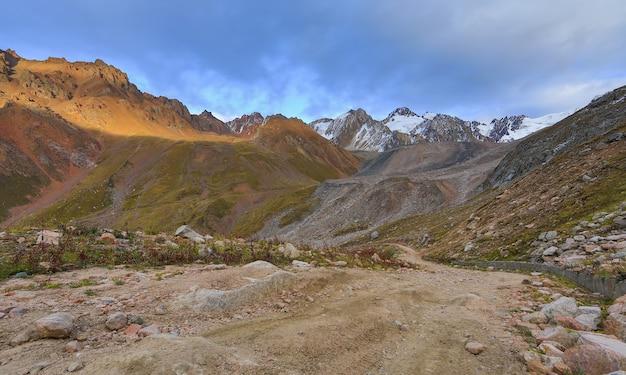 Cirque gletscher felsige straße roter berg stein sommer gletschertäler berge