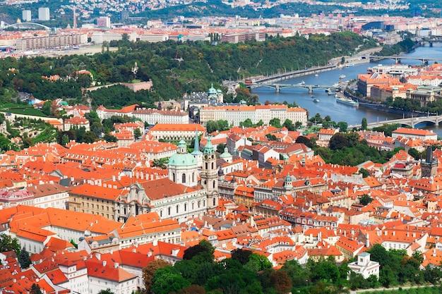 Cityscaspe des bezirks hradschin von oben, prag, tschechische republik