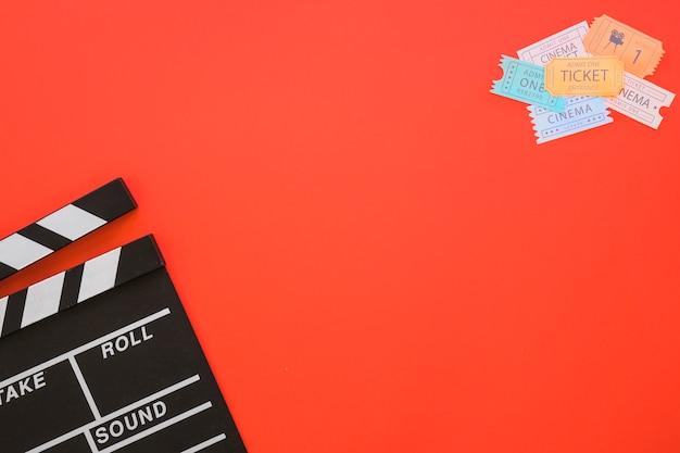 Clapperboard, kinokarten und platz