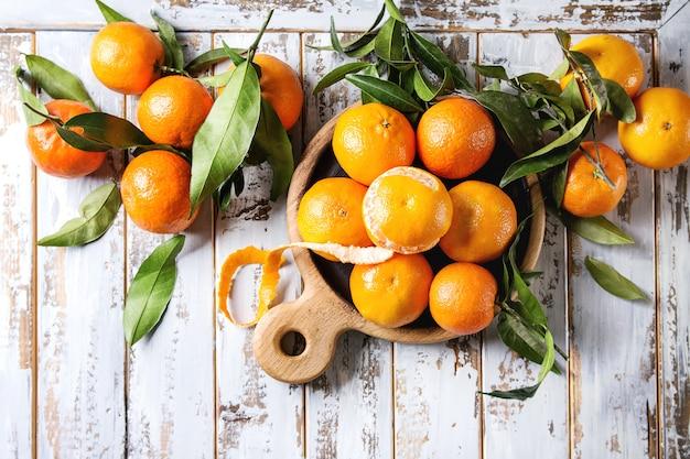 Clementinen mit blättern