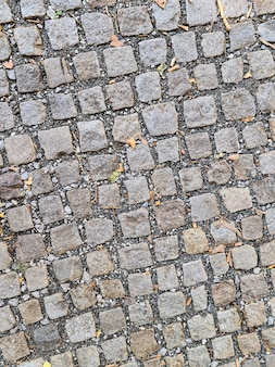 Clkoseup des leeren kopfsteinpflasters nahe an der altstadtstraße