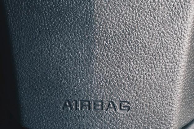 Clos herauf airbagzeichen auf einem armaturenbrett der autos