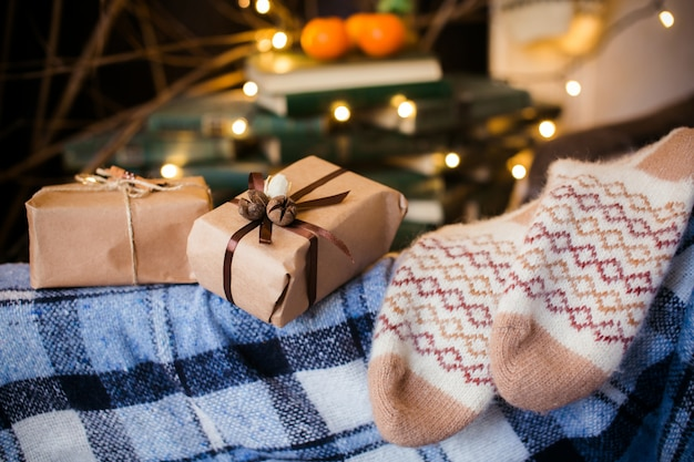 Close-up der couch mit geschenken
