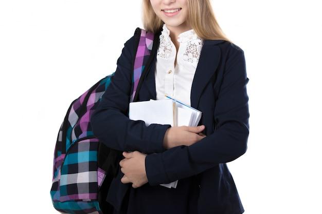 Close-up der schülerin hält ihre bücher