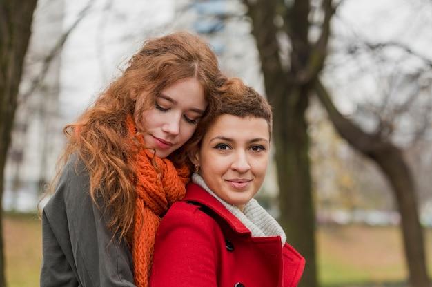 Close-up junge frauen zusammen