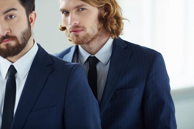 Close-up of zuversichtlich, exekutive mit krawatte