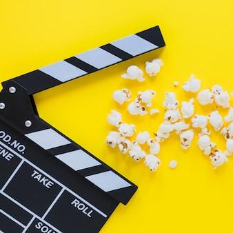 Close-up von Klöppel und Popcorn
