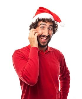 Close-up von lustigen mann am telefon zu sprechen