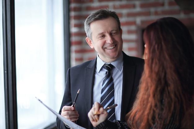 Closeup.business partner unterzeichnen einen neuen vertrag. unternehmenskonzept