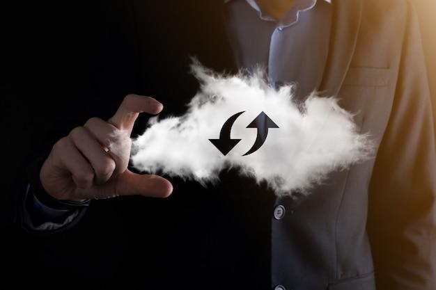 Cloud-technologie. polygonales wireframe-cloud-storage-schild mit zwei pfeilen nach oben und unten bei dunkelheit. cloud-computing, großes rechenzentrum, zukünftige infrastruktur, digitales ai-konzept. virtuelles hosting-symbol.