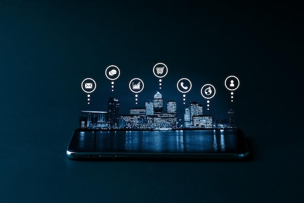 Cloud-technologie-symbol auf dem smartphone