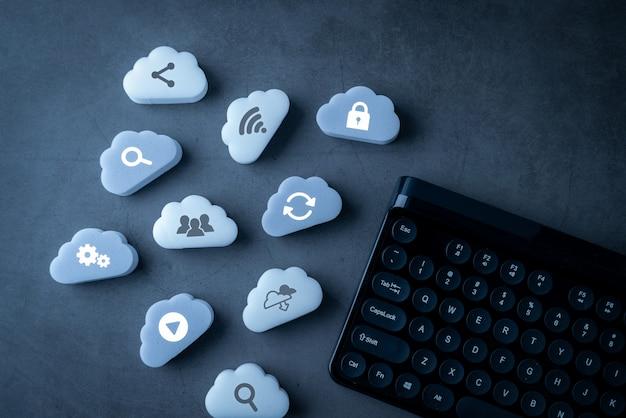 Cloud-technologie-verbindung und tastatur