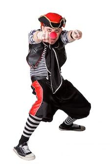 Clown in einer piratenklage lokalisiert auf einem weißen hintergrund