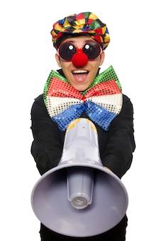 Clown mit dem lautsprecher getrennt auf weiß