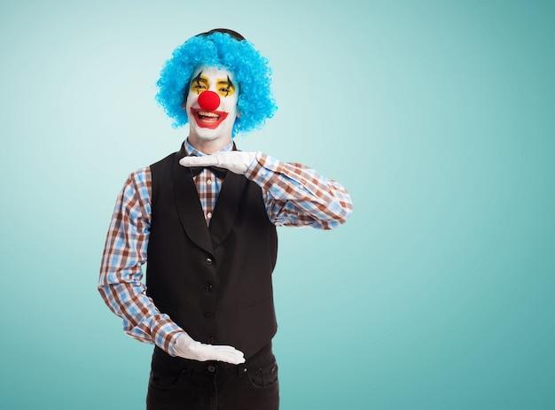 Clown zu machen, eine maßnahme mit seinen händen