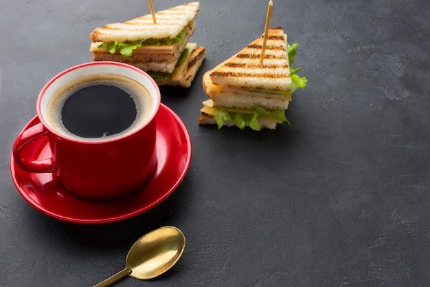 Club sandwiches und kaffee