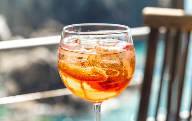Cocktail aperol spritzenabschluß oben