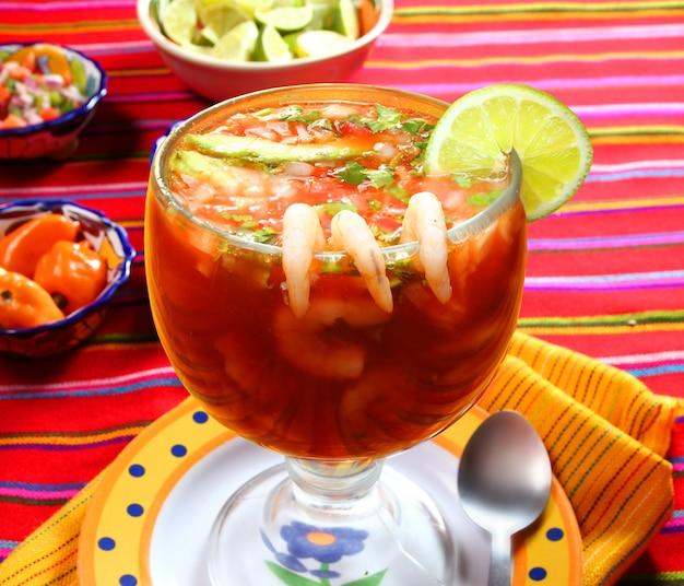 Cocktail der mexikanischen art-chili-sauce der garnelenmeeresfrüchte