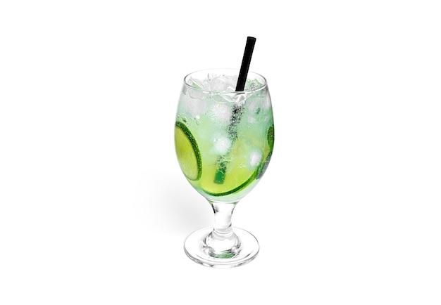 Cocktail lokalisiert auf einem weißen hintergrund