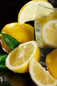 Cocktail mit frischen zitronen