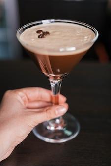 Cocktail mit kaffeebohnen