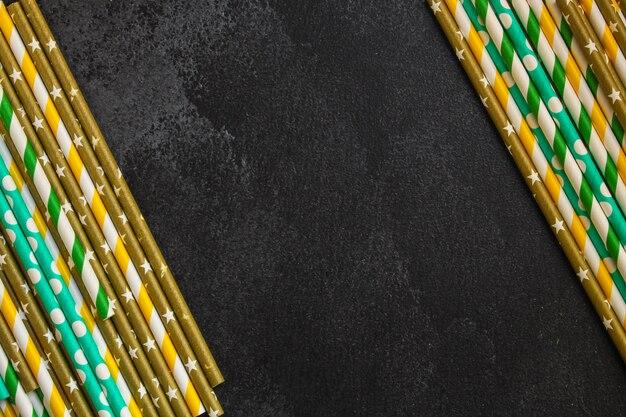 Cocktail-tuben-papier, helle dekorationen (kraftpapier, öko-verpackung, holzbesteck, umweltfreundliches produkt,)