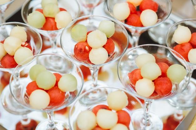 Cocktails auf dem tisch