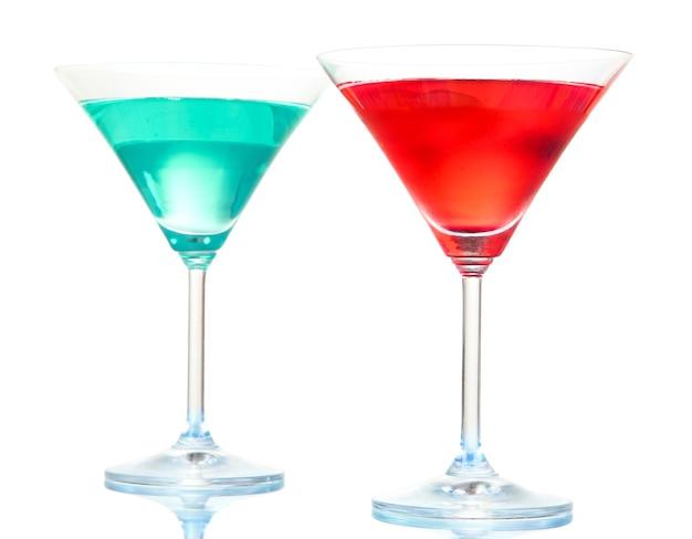 Cocktails isoliert auf weiß