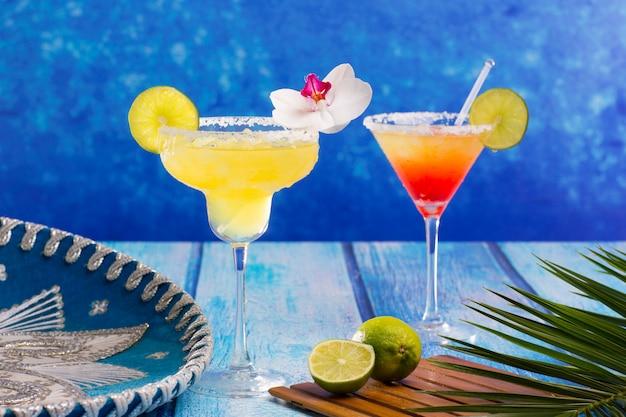 Cocktails margarita und sex am strand im karibischen mexiko