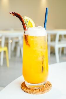 Cocktails mit zitrone