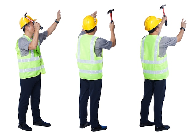 Collage in voller länge figur der 50er 60er jahre asiatischer älterer mann ingenieur baumeister tragen sicherheitsweste schutzhelm werkzeuge. älterer mann schlug nagel mit hammer auf weißem hintergrund isoliert
