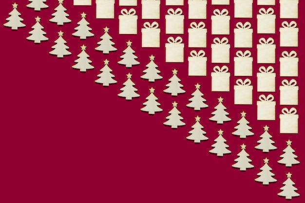 Collage vieler hölzernen weihnachtsbaum- und geschenkfigürchen