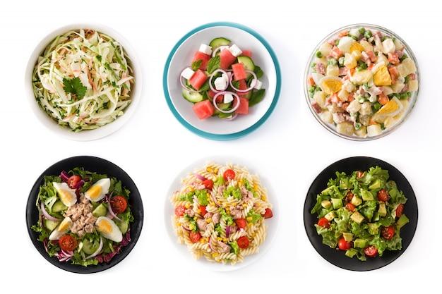 Collage von den gesunden salaten lokalisiert auf weißer oberfläche