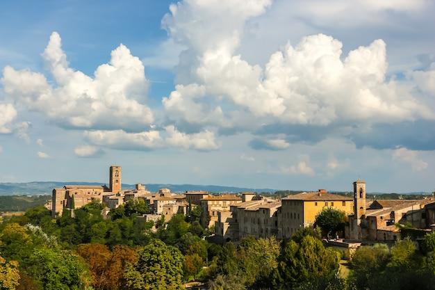 Colle di val d'elsa, italien schöne architektur von colle di val d'elsa, kleine stadt in der provinz siena, toskana