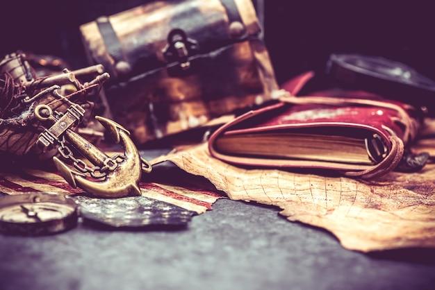 Columbus-tag und weltkarte mit kompass